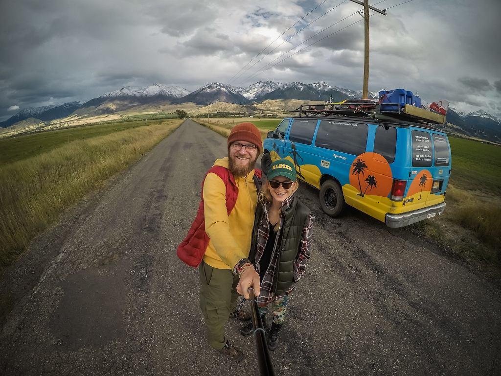 Ola i Karol Lewandowscy z Busem przez świat