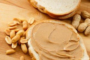 Masło orzechowe zawsze w cenie. Zobacz przepisy z wykorzystaniem tego produktu
