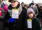 """""""Polak mały - czarny, żółty albo biały"""". Demonstracja przeciwko rasizmowi w Poznaniu"""