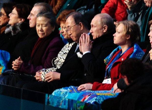 Irina Skworcowa (pierwsza z prawej) obok W�adimira Putina podczas ceremonii otwarcia igrzysk w Soczi