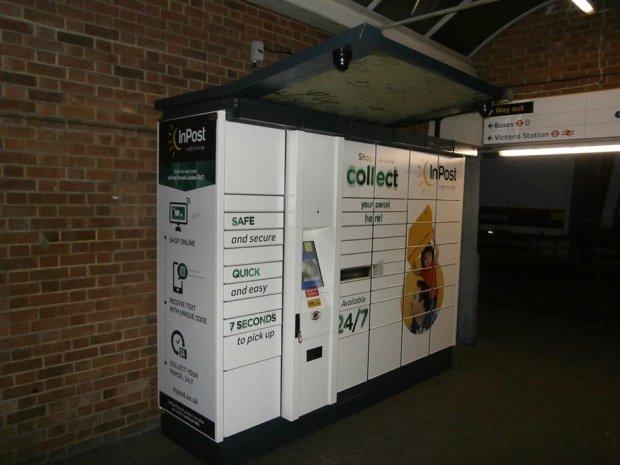 Pierwszy polski paczkomat na londy�skim Victoria Station. Za�o�yciel InPostu chwali si� na Facebooku