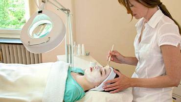 Chemabrazja ma na celu poprawić jędrność skóry, wygładzić zmarszczki oraz usunąć blizny po trądziku