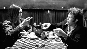 """Screen z filmu """"Kawa i papierosy"""""""