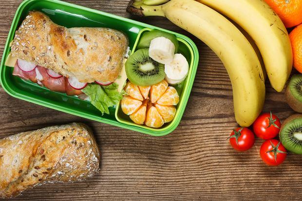 Przygotowując posiłek do pracy, nie zapomnij o warzywach i owocach