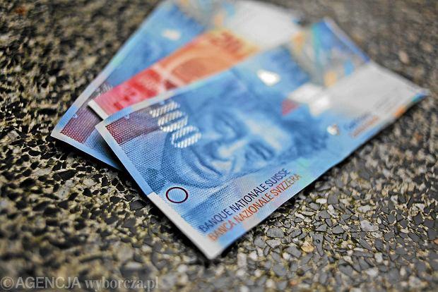 Dolar najta�szy od 2 lat: 3,01 z�. Frank szwajcarski si� trzyma