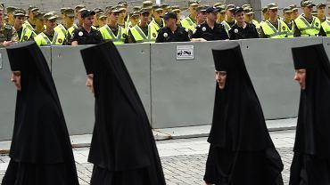 27 lipca 2018 r. Ukraińska Cerkiew Prawosławna Patriarchatu Moskiewskiego poprowadziła kijowskimi ulicami drogę krzyżową za 'jedność prawosławia'. Jedność - pod patronatem Moskwy.