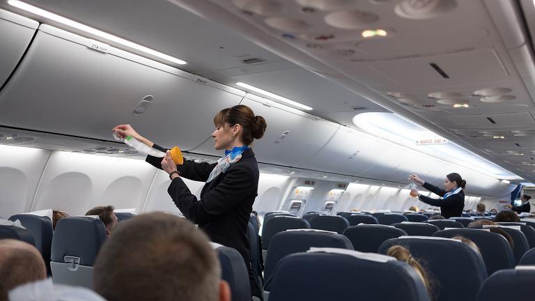 W przypadku pogorszenia się stanu zdrowia lub śmierci pasażera istnieją konkretne procedury