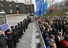 Bia�oru� patrzy na Ukrain�. W�adza milczy, opozycja zazdro�ci