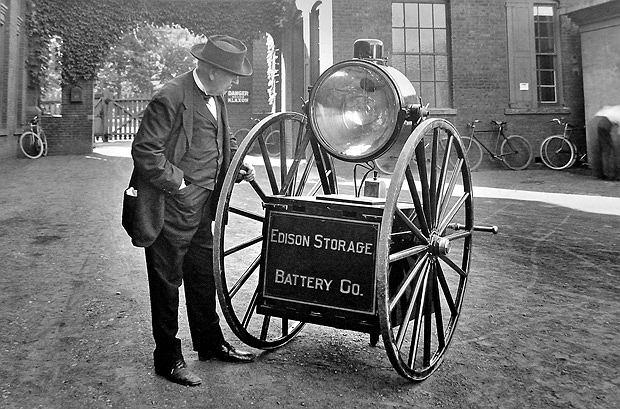 Thomas Edison: człowiek, który dał nam prąd, logo z klasą, Thomas Edison