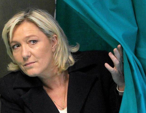 Pożyczka z rosyjskiego banku dla Marine Le Pen była nagrodą za poparcie Putina?