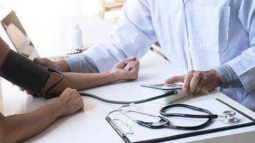 Nadciśnienie tętnicze to choroba układu krążenia charakteryzująca się (stałym lub okresowym) podwyższeniem ciśnienia tętniczego krwi