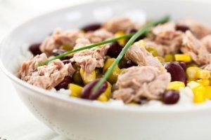 Sałatka z tuńczykiem - na co dzień i od święta [PRZEPISY]