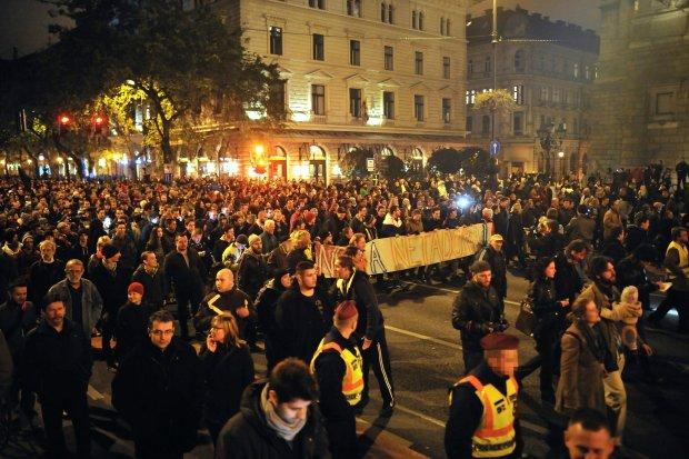"""Węgry: KE krytykuje plany opodatkowania internetu. """"Ten straszny pomysł będzie hamulcem wolności"""""""