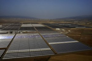 Jest wielka jak 210 boisk. Robi czysty prąd dla pół miliona ludzi. Ale najciekawsza jest technologia, dzięki której działa