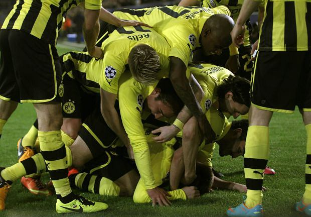 Borussia Dortmund's players celebrate a goal against Shakhtar Donetsk during the Champions League soccer match in Dortmund March 5, 2013. REUTERS/Ina Fassbender  (GERMANY - Tags: SPORT SOCCER)