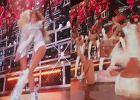 Takie wpadki Beyonce nie zdarzają się nigdy. Zaliczyły z siostrą spektakularny upadek na scenie. Reakcja najlepsza