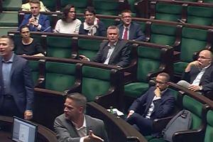 """Nieprzyzwoite gesty w Sejmie. """"On pokazał środkowy palec!"""""""