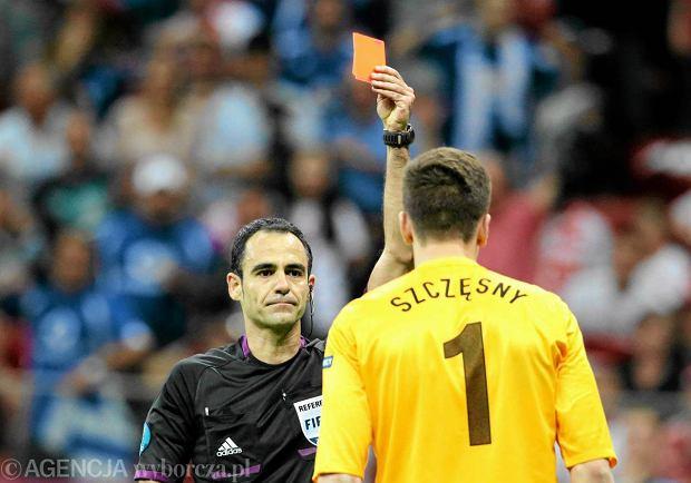 Czerwona kartka dla Wojciecha Szcz�snego w meczu z Grecj�