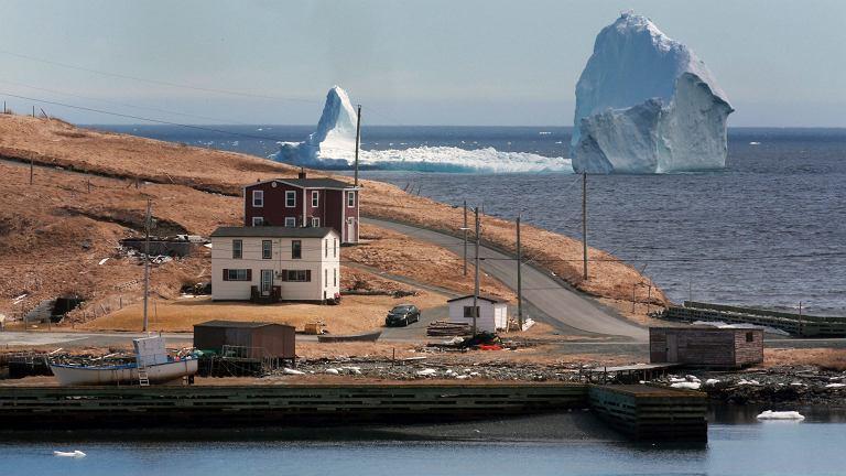 Góra lodowa u wybrzeży Nowej Fundlandii.