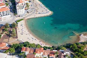 Grecja, Turcja, Hiszpania - tam masowo jeżdżą turyści. Ale na tych plażach tłumów nie zobaczysz
