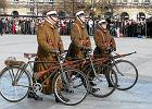Czo�g i �o�nierze z rowerami w paradzie [ZDJ�CIA]