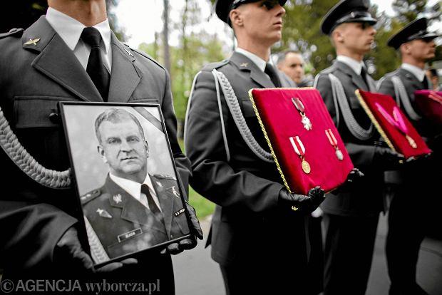 Gen. Błasik wywierał presję na pilotów tupolewa? Nowa opinia biegłych