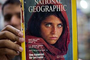 """Zielonooka Afganka z okładki """"National Geographic"""" zatrzymana.   Policja szuka jej dzieci"""