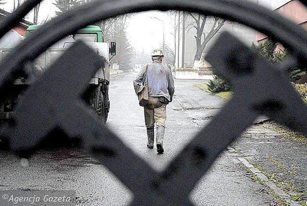 """W kopalni Wujek """"Ruch Śląsk"""" górnik wpadł do szybu"""