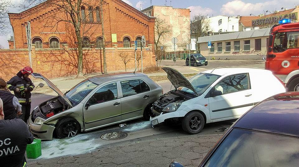 Wypadek u zbiegu ul. Sobieskiego i Sowińskiego w Bydgoszczy
