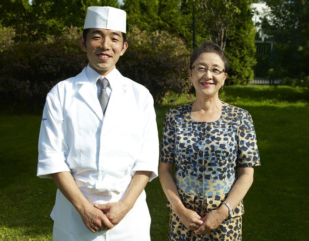 Yuriko Yamanaka, żona ambasadora Japonii Satoshi Toyo, Szef kuchni w ich rezydencji