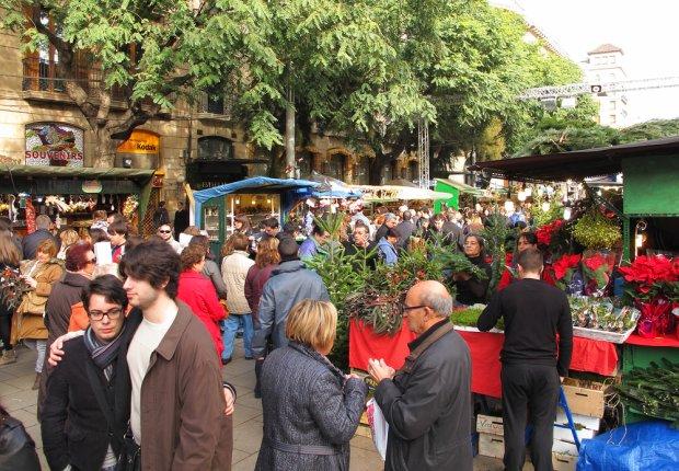 Barcelona czy Hawaje? Jarmarki bożonarodzeniowe pod palmami [KAYAK.PL]