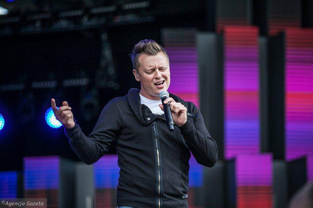 Rafał Brzozowski podczas prób przed festiwalem w Opolu, 2017