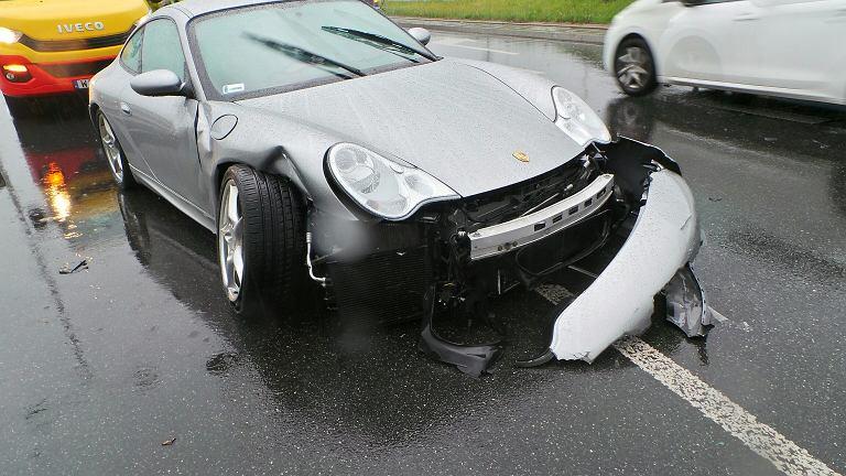Kierowca rozbił porsche w al. 4 Czerwca