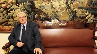 Minister spraw zagranicznych Witold Waszczykowski w swoim gabinecie