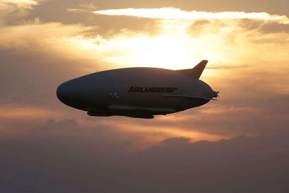 Dzie�o in�ynier�w z firmy Hybrid Air Vehicles jest po��czeniem sterowca, �mig�owca i samolotu