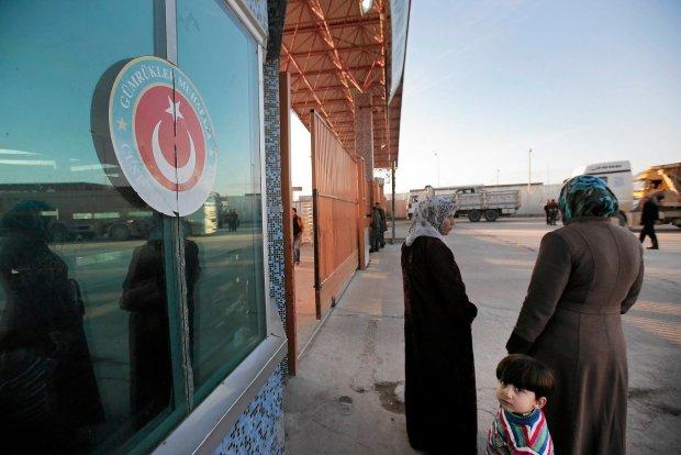 Syryjczycy czekają na informacje o ewentualnym otwarciu zamkniętej tureckiej granicy