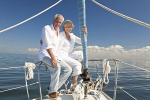 Polacy po 50 szczęśliwi mimo niskich zarobków. Ponad połowa ma samochód, a sześciu na tysiąc... własny jacht