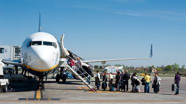 Wchodzenie do samolotu praktycznie zawsze odbywa się z lewej strony