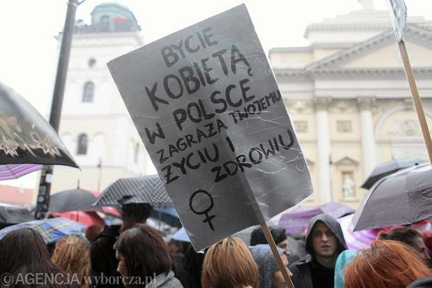 Kobiece ciało ma należeć do narodu. Czy Czechy, Słowacja i Węgry zaostrzą prawo dopuszczające aborcję? [WYWIAD]