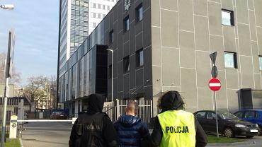 Podejrzewany o kradzież pięciu samochodów przed komisariatem w Łodzi