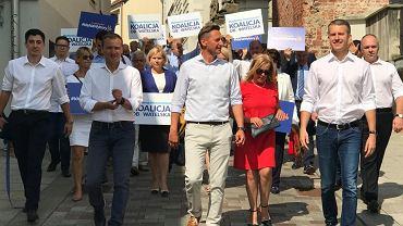 Inauguracja kampanii wyborczej Koalicji Obywatelskiej w Szczecinie. Na pierwszym planie - mężczyźni