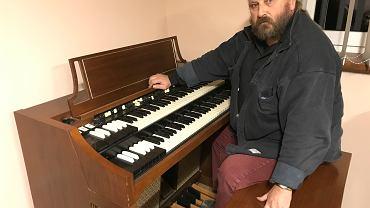 Paweł Wawrzeńczyk przy organach Hammonda