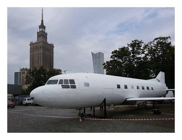 Samolot pod Pałacem Kultury