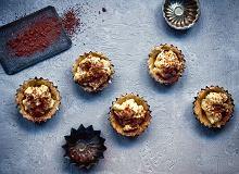 Babeczki bez pieczenia z budyniem czekoladowym i waniliowym - ugotuj