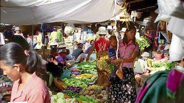 Targowanie się - jak na wszystkich bazarach świata - należy do rytuału.  Ale i bez tego miejscowe przysmaki należą do najtańszych i najlepszych na świecie.