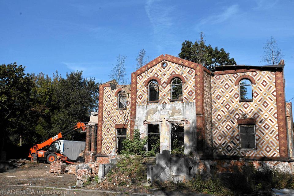 Willa Granzowa podczas rozbiórki. Tę piękną ścianę można było zobaczyć jeszcze we wrześniu 2014 r.