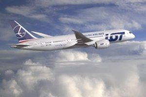 Dreamliner ju� w drodze do Warszawy. W eskorcie F-16