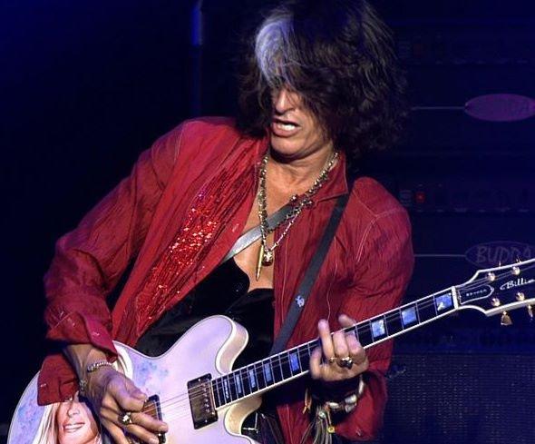 Gitarzysta Aerosmith i supergrupy The Hollywood Vampires wraca do gry! Muzyk wrócił na scenę po niedawnym zasłabnięciu na koncercie właśnie tej grupy. Musiał zostać przewieziony do szpitala.