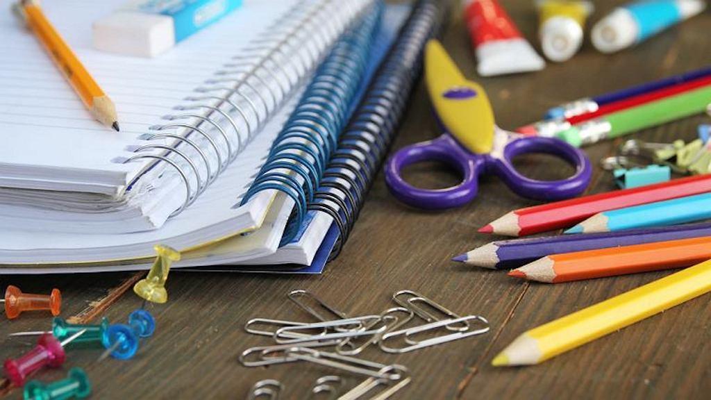 Przed nowym rokiem szkolnym każdy uczeń dostanie 300 zł na wyprawkę.
