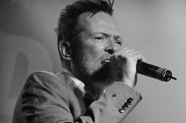 Scott Weiland zmarł w czasie trasy koncertowej ze swoim zespołem The Wildabouts. Muzyk został znaleziony martwy w autobusie, którym podróżowali muzycy.